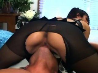 Sex in schiere ouvert Nylons und einem rosa BH