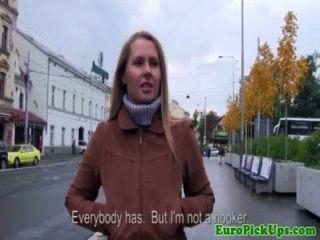 Euro girlnextdoor in öffentlichen