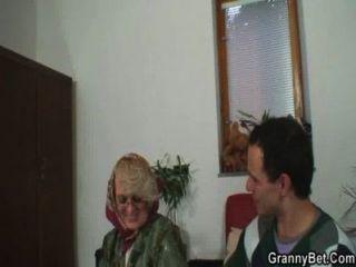 Naughty Oma gibt ihre alte Fotze