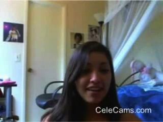 niedliche Mädchen Streifen auf Webcam