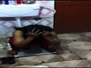 Desi Mädchen pissen in Toilette