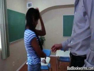 Ebenholz Schülerin fing einen Peak bei Noten schleichen - badbookworms.com
