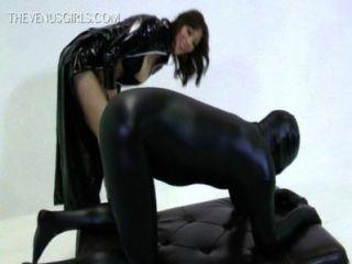 Göttin Zoey Wichsen geben an Slave