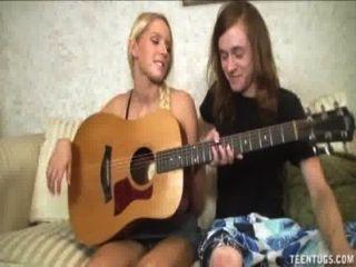 hot blonde Teen-Buchsen einen großen Schwanz ab
