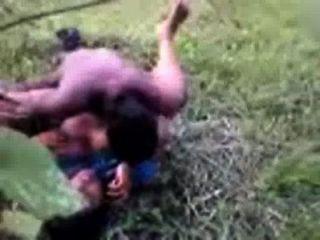 bangladeshi Sex indian Telugu Dorf aunty in saree gefickt im Freien