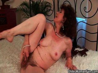 Sex verhungert Oma fickt ihren Toyboy