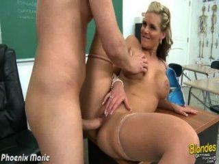 blonde Phoenix Marie bekommt Arsch gefickt