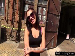 ungarischen Amateur Babe ficken in der Fabrik