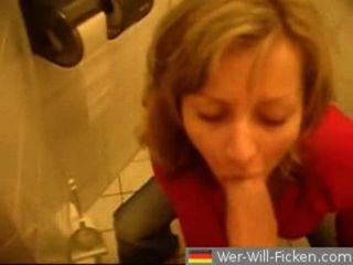 Deutsch paar blasen und ficken im öffentlichen Bad