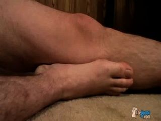 klebrigen Junge Füße in cum beschichtet
