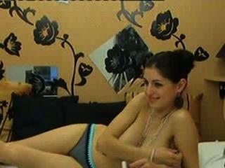 sexy Freundin zeigt ihre riesigen natürlichen Brüste auf Cam