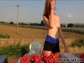 Amateur Rothaarige Eurobabe linda süß in der Öffentlichkeit gefickt