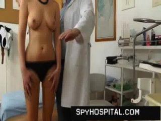 niedliche Mädchen Pussy auf Arzt hidden cam gefangen