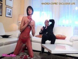 MILF zeigt ihre bizarre Pussy für andrea dipr