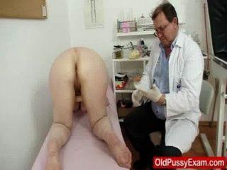 wollig gramma Einlauf während einer medizinischen Untersuchung