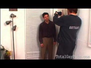 Homosexuell Casting verwandelt sich in verdammtes