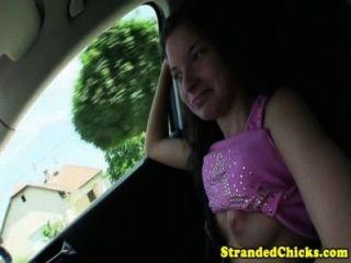 Trampen Teen reibt Fahrer wölben