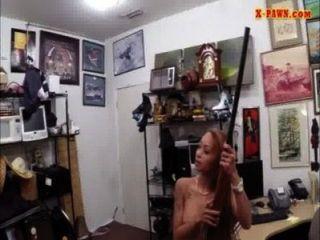 latina, Geld zu verdienen durch ihren Muff im Pfandhaus verdammt
