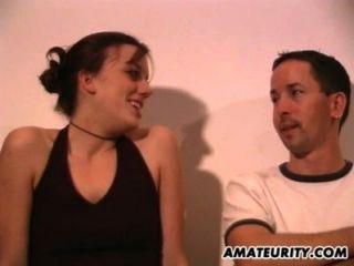 Amateur hausgemachte Dreier mit vollbusigen Freundinnen