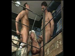 schöne vollbusige Blondine anal dp Amoklauf, Helen Duval, Jahrgang
