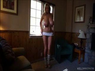 Kelly Madison Titty fickt einen großen Schwanz