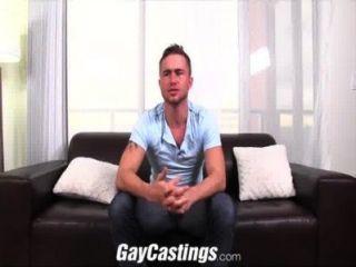 gaycastings haarigen teaxas Stud gefickt ersten Mal vor der Kamera