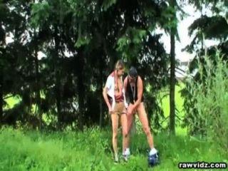 Outdoor-Sex mit pigtailed jugendlich