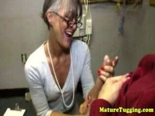 Oma reifen Massagen Schwanz
