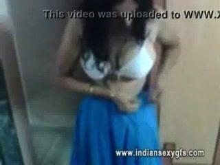 Indu-indische bhabi ihre vollbusige Figur ausgesetzt - indiansexygfs.com