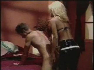 anal männlich - Jill Kelly Strapon fickt einen Kerl mit einem Dildo
