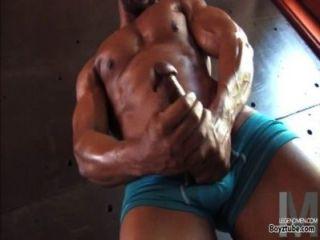 schwarz Homosexuell Muskel Hunk seinen Macho großen Schwanz masturbieren