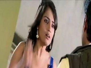 kannada Schauspielerin Nikitha heißen Spaltung im blauen Kleid