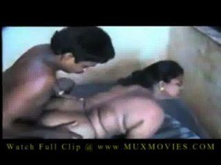 indian big boobs aunty von einem kleinen Jungen gefickt