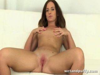 Nahaufnahme anale Einfügung und Pussy klaffen