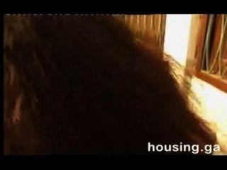 Junior-Schauspielerin ihre eigenen Brüste für Rolle zu drücken
