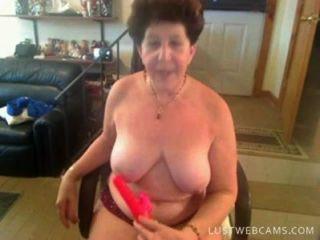 Oma dildoing auf cam ihre Muschi und Arsch