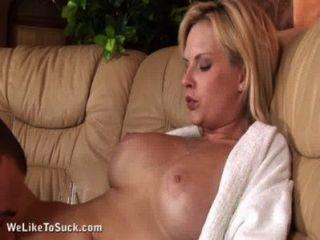 geile Blondine genießt Sex