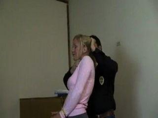 Frau gefesselt und geknebelt Video - varus67 - MyVideo