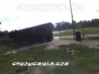 66.white unschuldige Mädchen im Park mit verrückten Schwarzen Streifen nach unten - pornhub.com.mp4