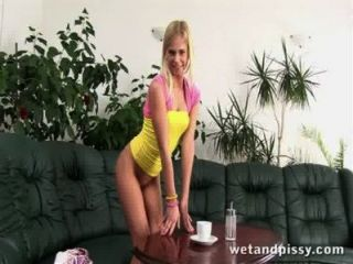 geile blonde pissing