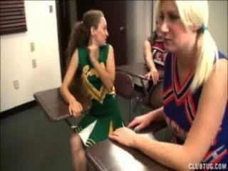 Cheerleadern triple Wichsen