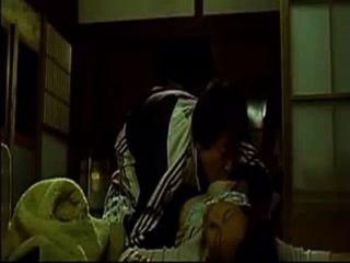 Ficken asiatische Frau, während sie schläft