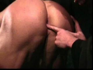 Muskel Anbetung: Bodybuilder und nerdy Mönch