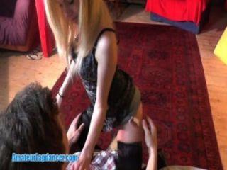 Blondie ist eine entzückende lapdancer