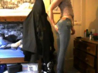jugendlich DWT in engen Jeans