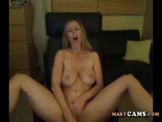 Amateur blonde Mädchen mit ihrem Dildo auf Webcam spielen