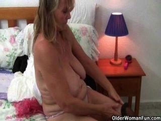 british Omas lieben Solo Sex in Strümpfen und Strumpfhosen