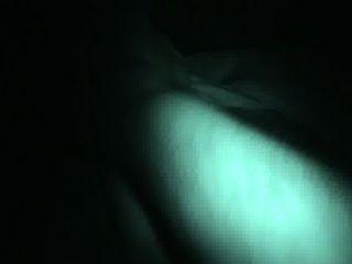 mit einem Mädchen großen Schlaf spielen natürliche Titten