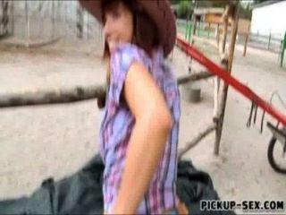 niedliche Cowgirl tina Hitzewallungen ihre Titten und schlug für Geld