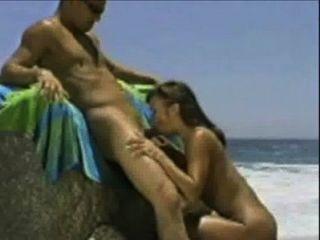 maria follando en la playa